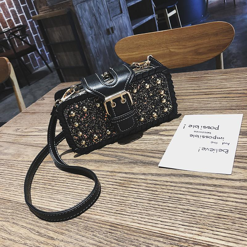 2018 new Korean version of the tide ladies small bag ins explosion models handbags rivet fashion women's small square bag