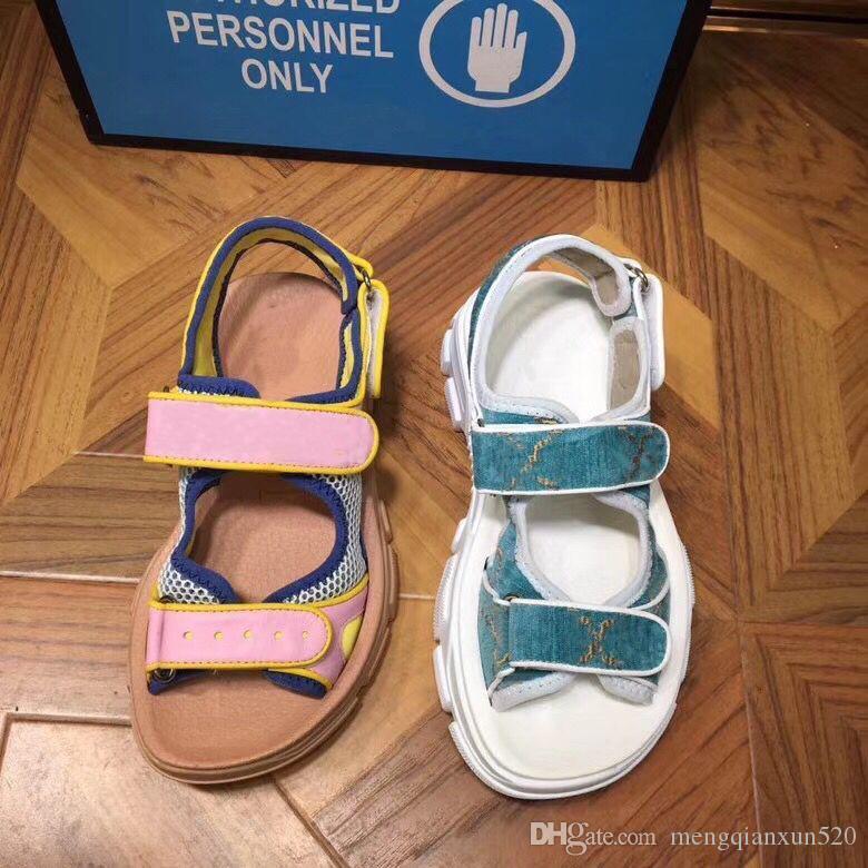 Sandales Sports de sport épais Diamond Femme Sandales de loisirs Mode Cuir Beach Hommes Sandales décontractées Velvet Lettre Lady Chaussures Grande taille 35-45