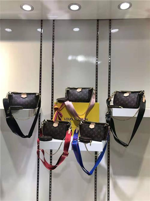 2020 fashion hot style American style three-piece one-shoulder cross-body handbag M44823