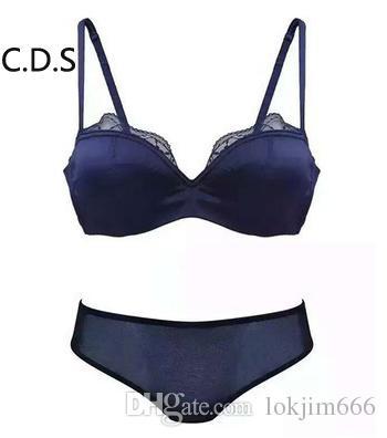 d44484ad3 Compre Europa Senhoras Sexy Underwear Vermelho Azul Meia Xícara Seamless  Baixo Peito V Tipo Conjunto De Sutiã De Renda Transparente Cueca Fio Livre  100% ...