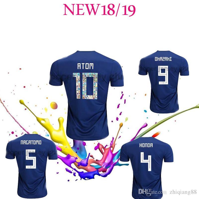 Japón Camiseta De Fútbol 2018 Números De Dibujos Animados Fuentes 10 ATOM  World Cup Tsubasa KAGAWA ENDO OKAZAKI NAGATOMO HASEBE Equipo Nacional AAA  Camiseta ... 83ce192a2c466