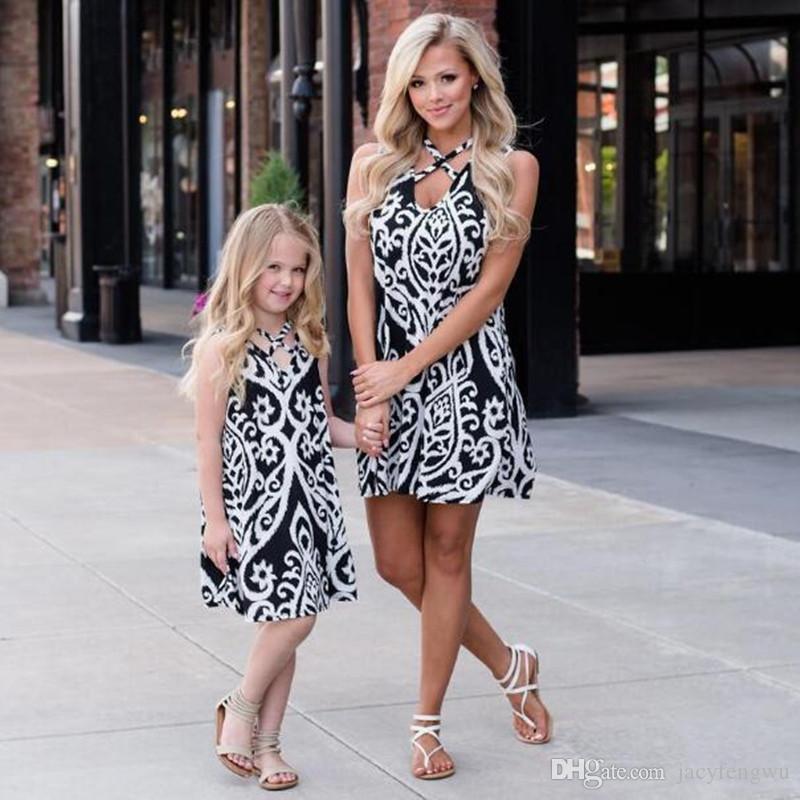 f275bb803163 Nueva madre e hija ropa familiar a juego vestidos de playa niña falda  impresa bebé traje niñas verano moda niños traje QZZW113