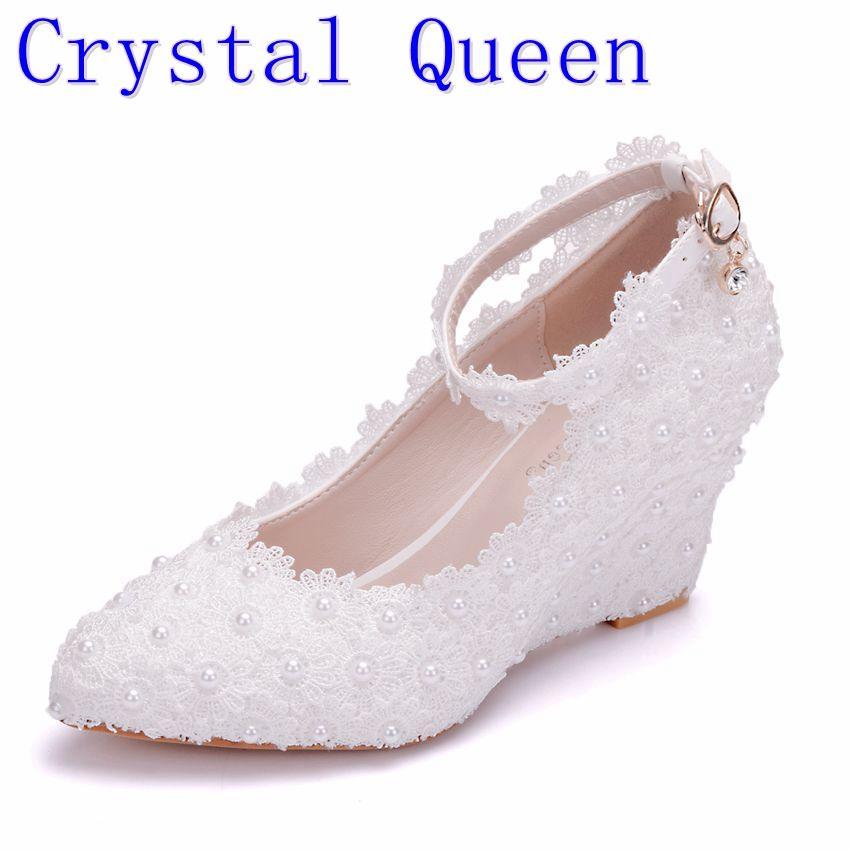 7b7bdd707c Compre Crystal Queen Flor Blanca Zapatos De Boda De Encaje Perla Tacones  Altos Dulce Vestido De Novia Abalorios Zapatos De Cuña 8 Cm Mujeres Bombas  A  78.32 ...