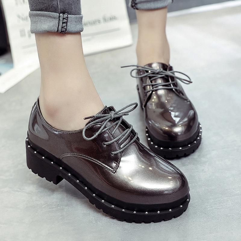 67264d7029 Compre Zapatos De Vestir De Diseñador 2019 Mujeres Clásico Charol Tacón  Grueso Con Cordones Otoño Oxfords Plataforma Femenina Tacones Bajos Bajos  Moda Para ...