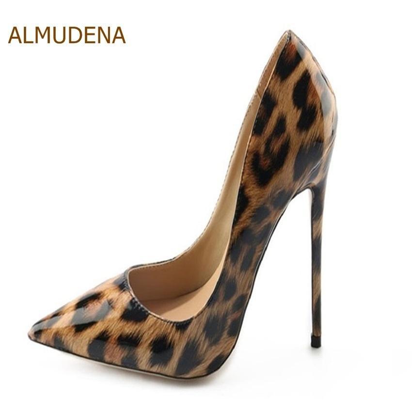 44af05f3d15 Compre Zapatos De Vestir De Diseñador ALMUDENA Celebrity Lujoso Marca Bombas  De Tacón Alto Leopard Impreso Punta Estrecha Fiesta Boda Dropship Bombas A  ...
