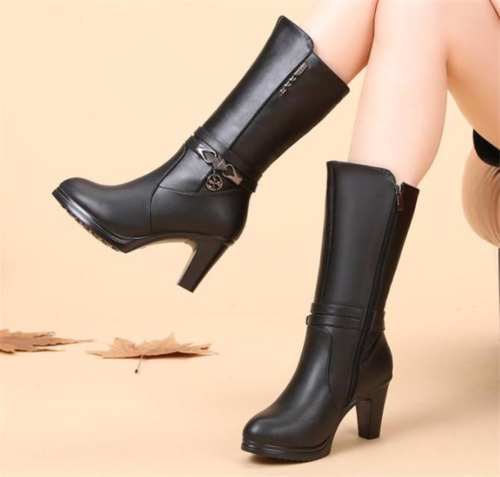 e75d80203ce Autumn and winter new high-heeled tube with velvet warm Martin boots
