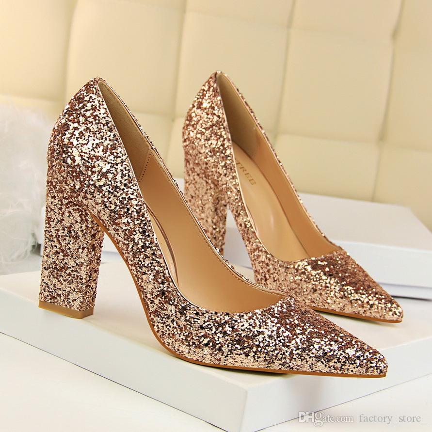 a9539175b6 Compre Sapatos De Luxo Mulheres Designers Saltos De Glitter Mulheres Bombas Mulheres  Saltos De Salto Alto Salto Quadrado Sapatos De Noiva Sapatos De ...