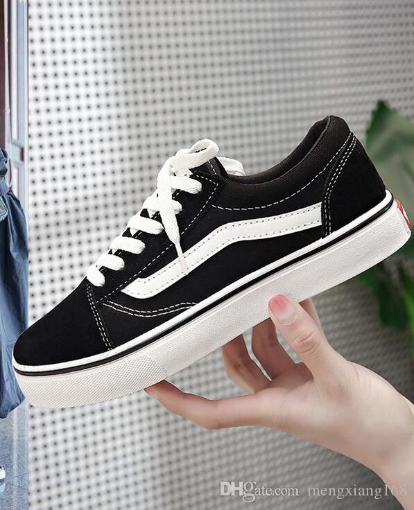 2ac5968b Compre 2019 Moda Unisex Zapatos De Lona Ocasionales Clásicos Blancos Negros  Mujeres De La Marca Y Zapatos Para Hombre Que Andan En Monopatín A $25.18  Del ...