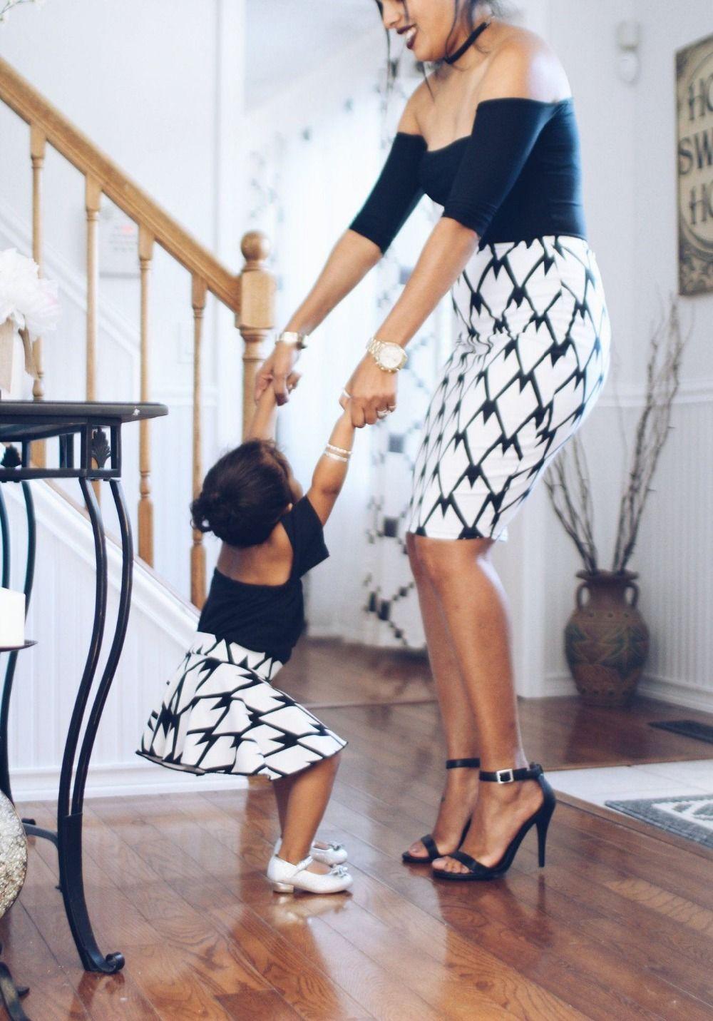 ea06d9c8bbb9 Compre Ropa De Verano Para La Familia Vestido Para Mamá Y Niña Hombro Sin  Tirantes Vestido De Mamá Y Yo Mujeres Niñas Madre Hija Vestidos Cortos  Madre Y A ...