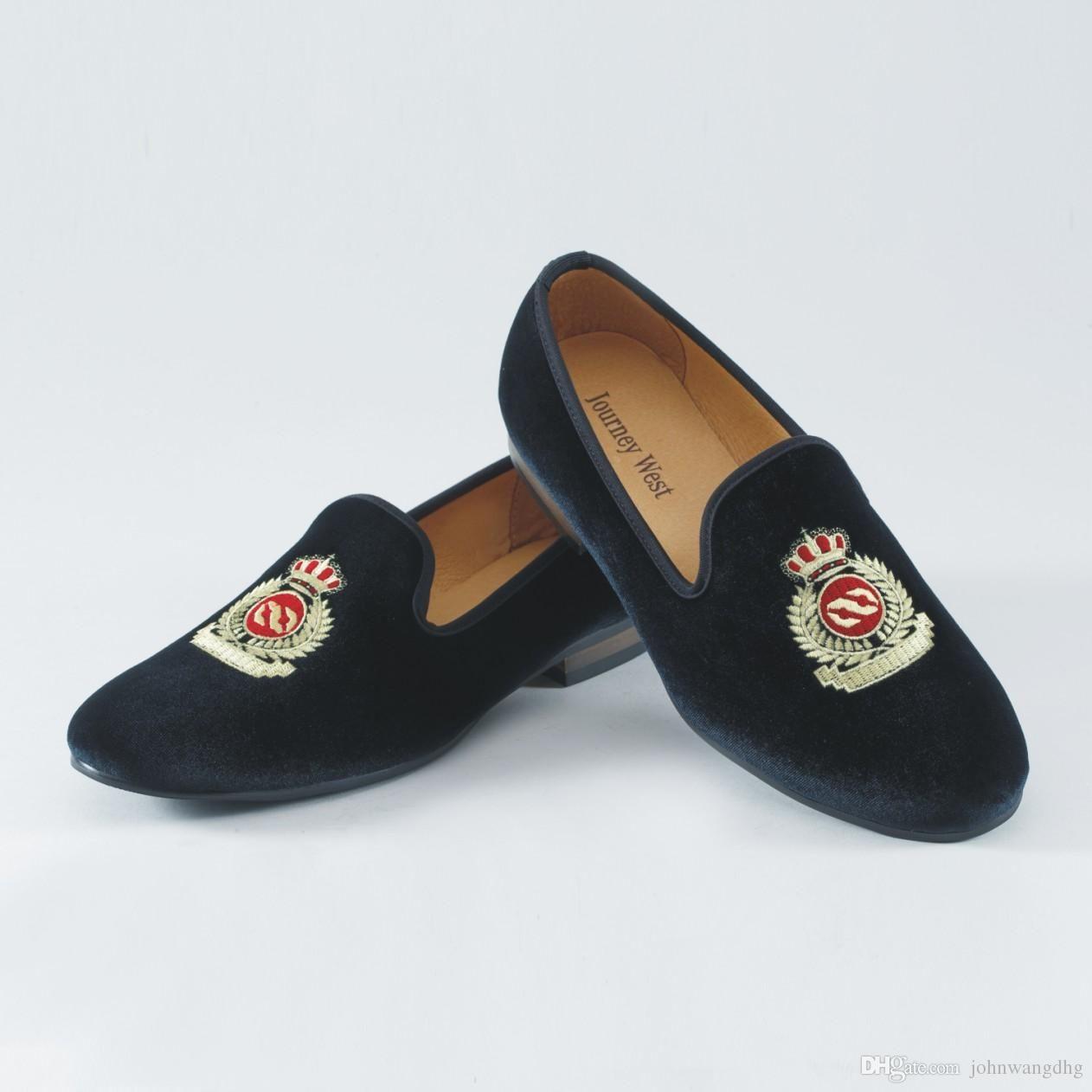 1dd64bd6f9 Compre Los Hombres De La Moda Se Deslizan En Los Zapatos De Terciopelo Para  Hombre Zapatillas De Terciopelo Casuales Zapatos De Vestir Británicos Pisos  Para ...