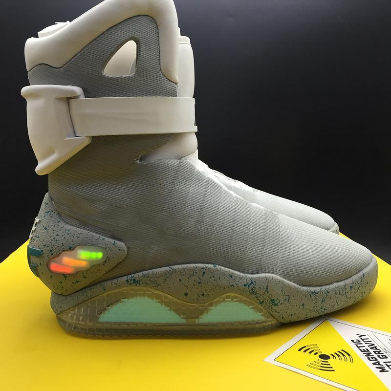 2020 Retour authentique Air Mag To The Future Glow In The Dark Grey Sneakers Marty McFly LED Chaussures illuminant Mags Noir Bottes Rouge Taille 7-12