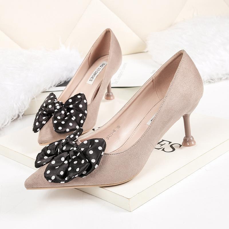 a161b05cc Compre Nueva Primavera Mujer 6.5 Cm Bombas Marca De Moda Dedo Del Pie  Acentuado Bowties Sexy Negro Tacones Altos Zapatos De Vestir De Diseñador A   31.21 Del ...