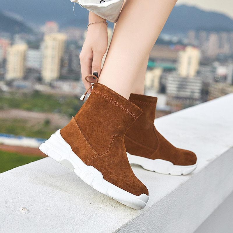f6b03fe60 Compre 2018 Marrom Sapatos Mulheres Marca De Moda Botas De Senhora Senhora  Chaussure Outono Feminino Footware Ankle Boots Pretos De Volta Correias De  ...