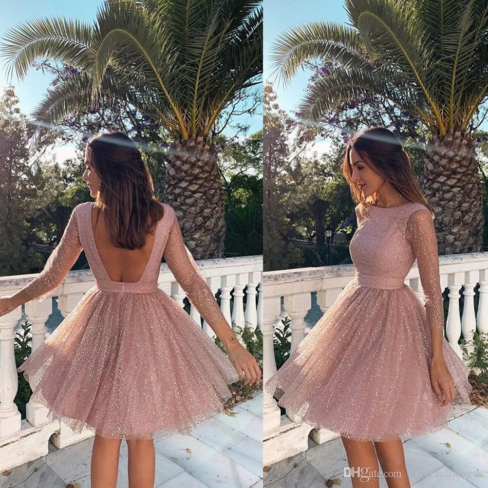 Bella Blush Pink Homecoming Prom Dresses 2020 Sexy Backless Una linea di lunghezza del ginocchio Abiti da cerimonia Mini Cocktail Party Dresses 2533