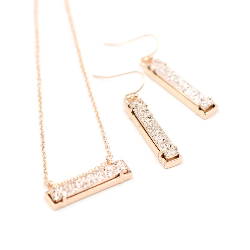 High Polished Alloy Rectangle Resin Stone Inlay Choker Pendant Necklace Mini Long Bar Druzy Pendant Necklace Women Fashion