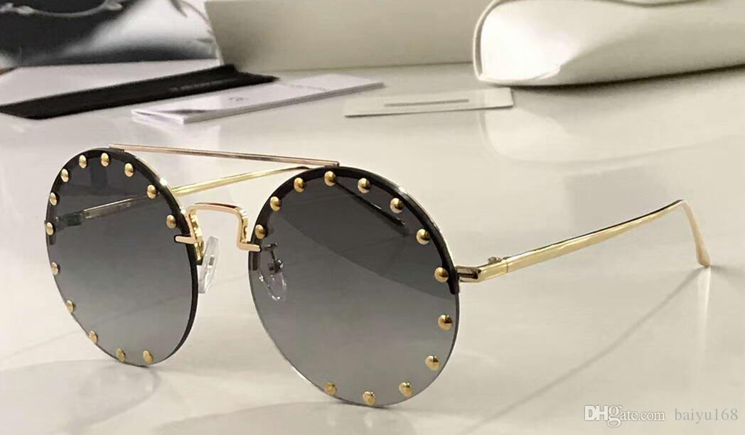 420e225de7 Compre Gold Studs Gafas De Sol Redondas En Gris Sombreado Sin ...