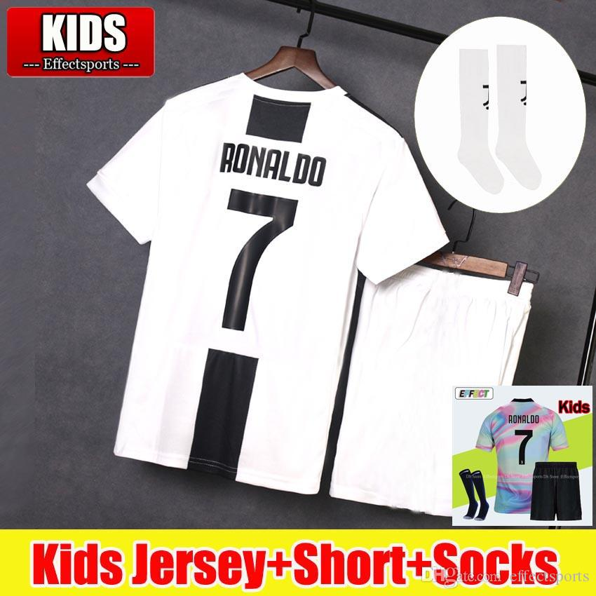 Juventude 2018 2019 RONALDO Juventus Crianças Camisas De Futebol Kit 18 19  EA Sports 4ª Kits Completos DYBALA Ea Esportes Juve CR7 Camisas De Futebol  com ... 8df9fbec3f20a