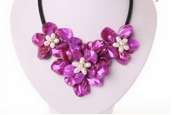 FREE SHIPPING++ + lassic white baroque freshwater pearl purple shell flower leather necklace