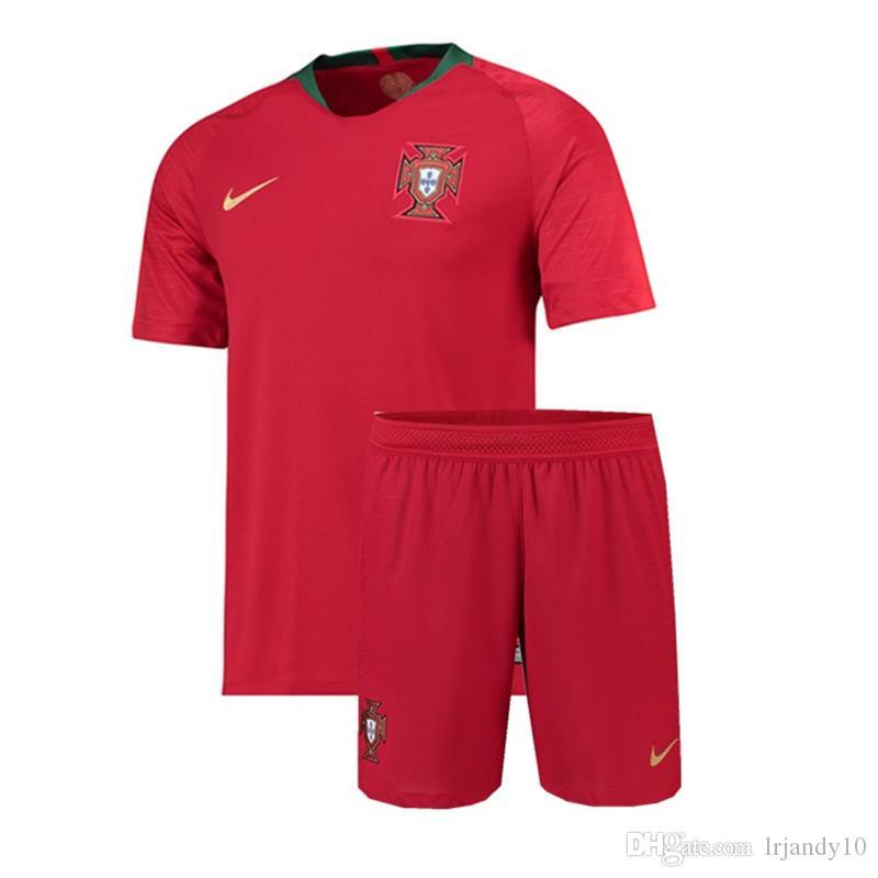 Compre Juventude Portugal Jersey Crianças Futebol 2018 Copa Do Mundo 7  RONALDO 8 MOUTINHO 9 ANDRE SILVA KID Kits De Camisa De Futebol COM C .. ad72aef6b8710