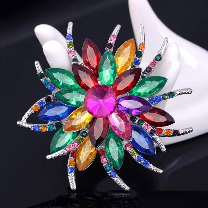 2019 New Style Female Jewelry Flower Crystal Rhinestone Pins and Brooches Birthday Gift 8 Colors