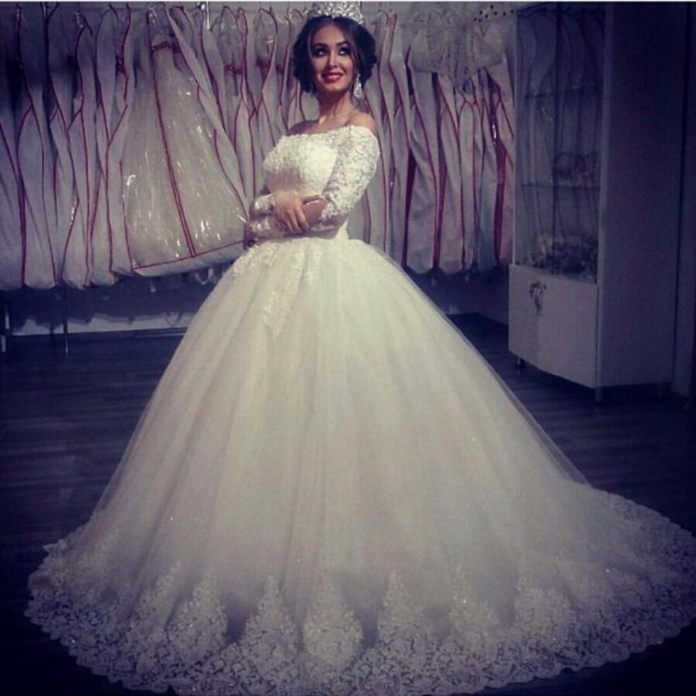 9241168dfa 2019 New Ball Gown Wedding Dresses Off Shoulder Lace Appliques Beaded Long  Sleeves Puffy Tulle Court Train Plus Size Formal Bridal Gowns Wedding Gown  ...
