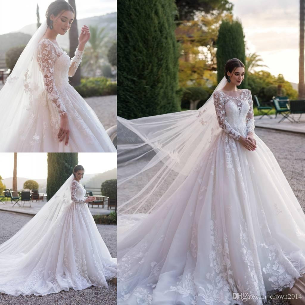 2019 Lace Ball Gown Sheer Scoop Neck Wedding Dress Pleated Applique Long Sleeve Vintage Bridal Gowns With Veil Long Train Robe De Mariee