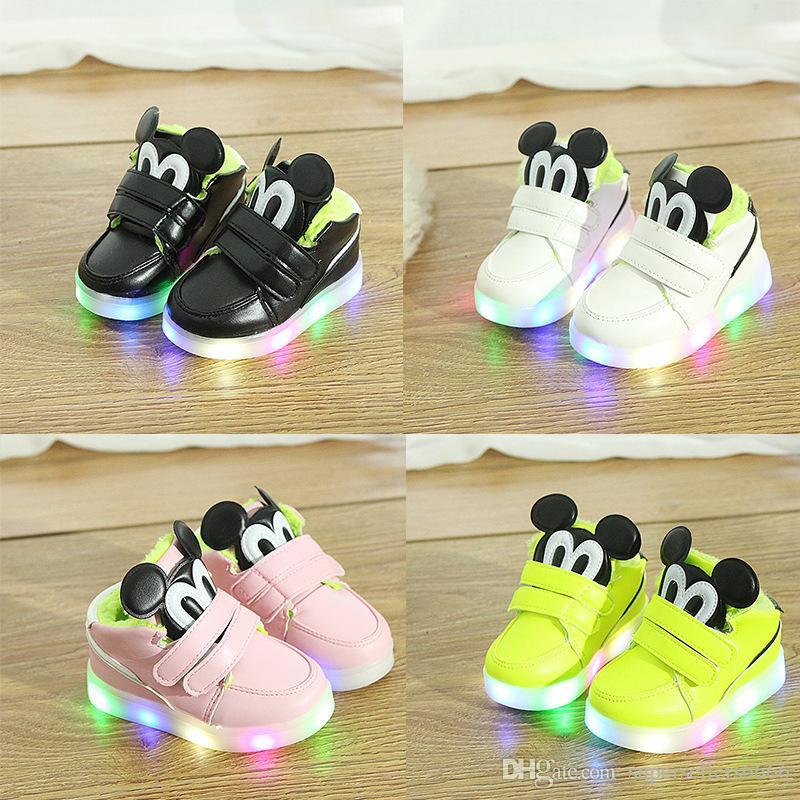 e8c6075e1e593 Acheter Bébé Filles Garçons LED Lumière Chaussures Enfant En Bas Âge Anti  Slip Bottes De Sport Enfants Sneakers Enfants Cartoon Flats Chaussures De   15.23 ...