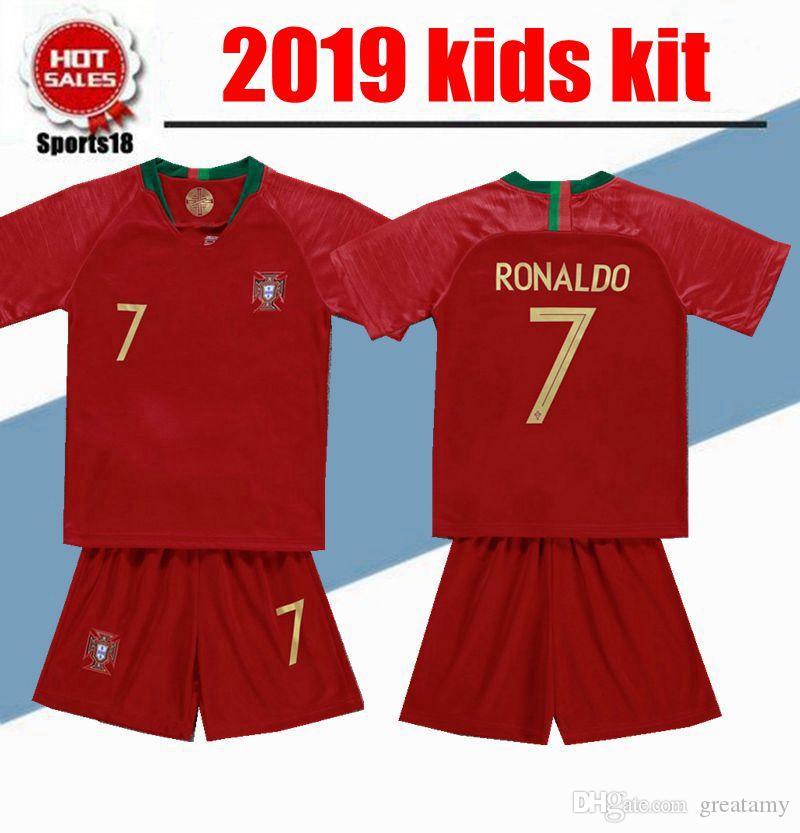 c76c3ff3cd5 Acheter Kit Enfants 2019 Portugal Soccer Jersey 7 Garçon De Jeunesse  RONALDO Enfant 9 Ans EDER 10 J.MARIO 3 PEPE 8 J.MOUTINHO À Domicile Maillot  De  14.88 ...