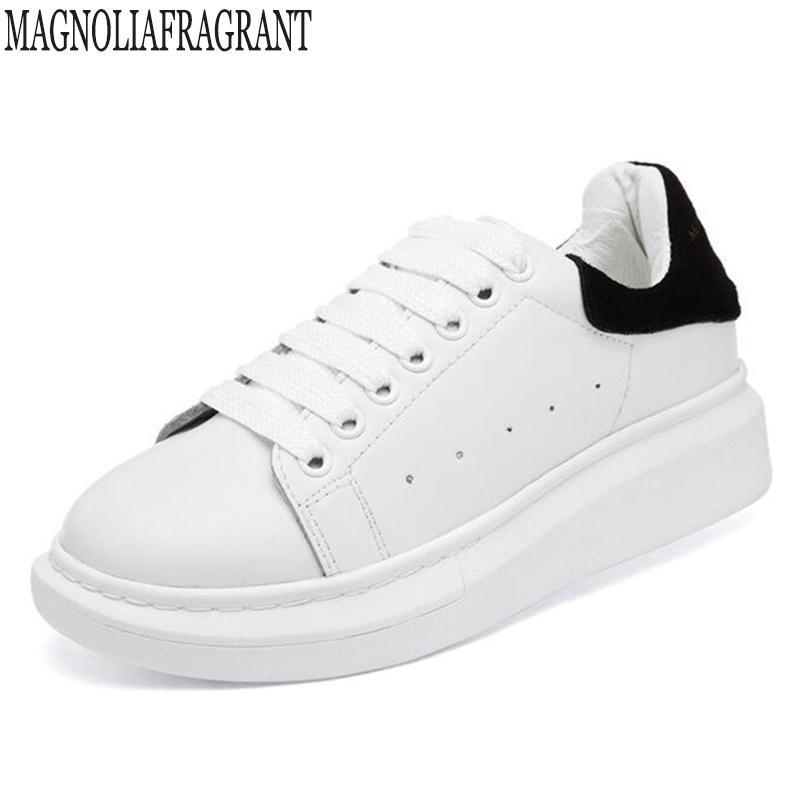 01899edeedd Compre Planos Zapatos De Talla Grande Mujer Primavera Otoño Zapatillas De  Deporte De Cuero Genuino De Las Mujeres Zapatos Blancos Con Cordones De La  ...