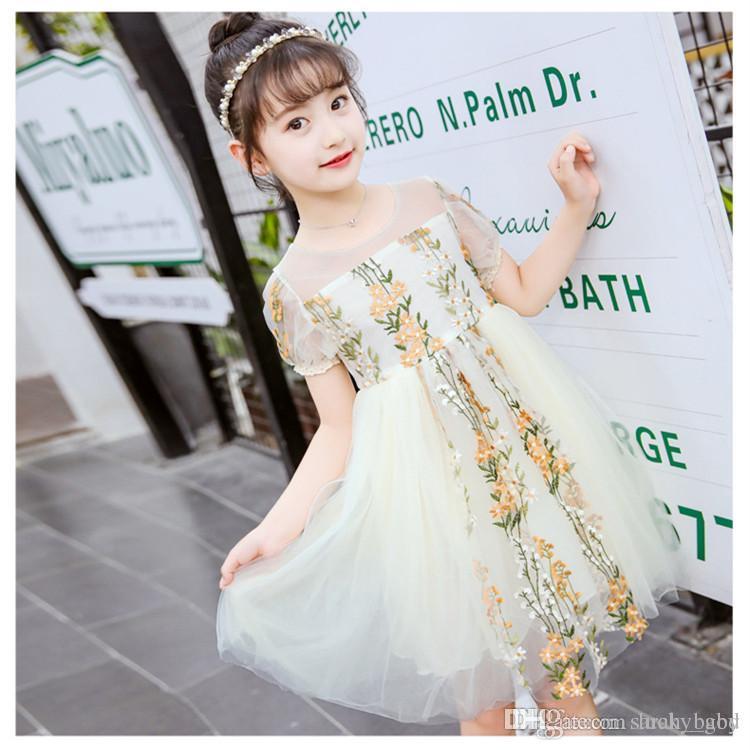 76e790d59 Vestido de verano de los nuevos niños bordado de uva barco cuello plisado  de una línea vestidos grandes niñas de los niños princesa breve brief