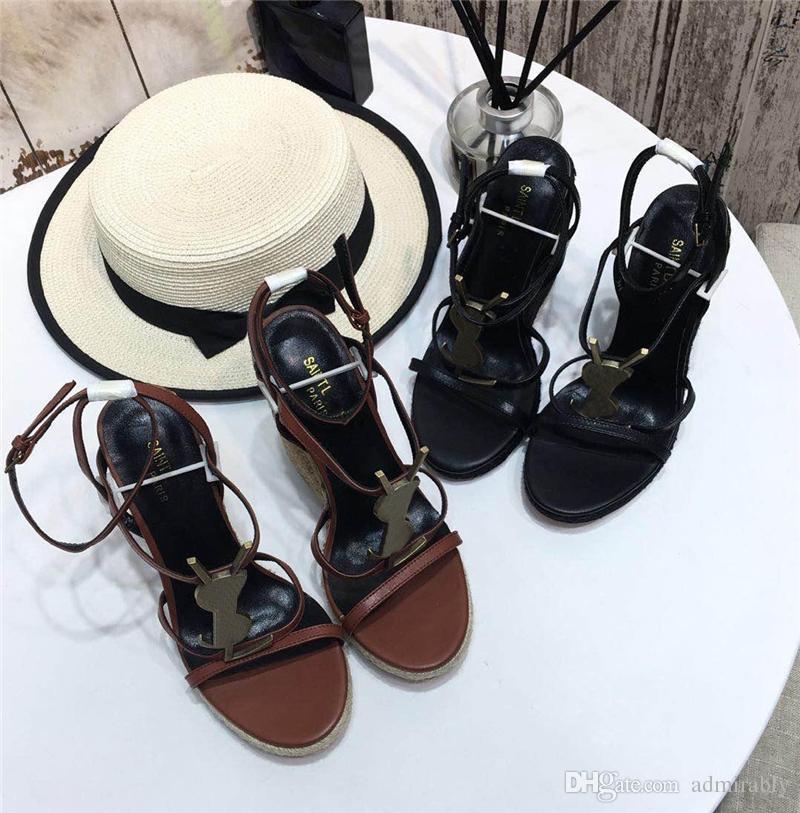 f1532fc88f Espadrilles 2019 Cassandra compensées avec logo noir en cuir pour femmes  Chaussures à talons hauts Une boucle ajustable pour talon compensé ...
