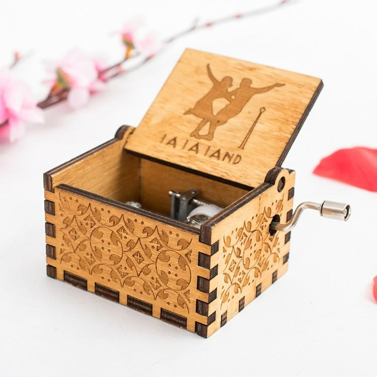 Creative Wood Music Box Hand Crank Theme Music Boxes Christmas New Year Birthday Gift Antique Present Multi Music