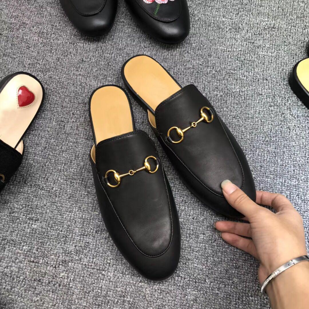 Classic Designer Metal Buckled Beach Slippers Soft Cowhide Loafer Soft Leather Cartoon Half Slippers Fashion Luxury Ladies Sandals Slip On