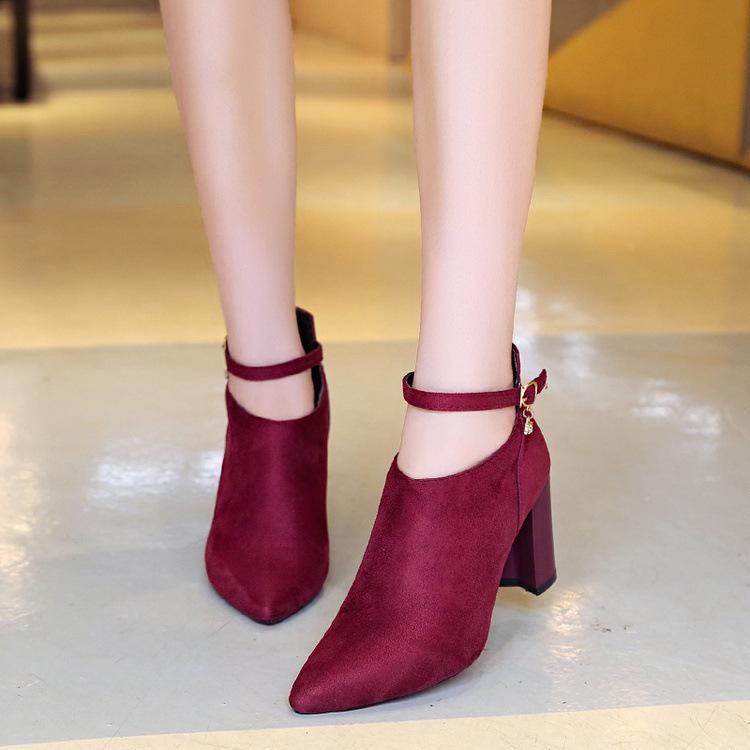 a9039a983 Compre 2018 Novo Estilo Europeu E Americano Estilo Moda Sólida Rebanho Zip  Sapatos De Salto Alto Mulheres Botas Sexy Sapatos Pontiagudos De Chingkee,  ...