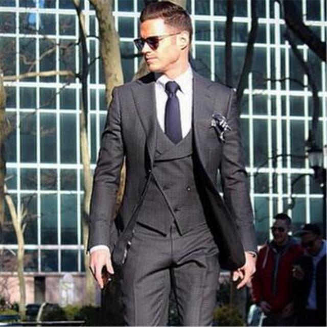 Acquista Vestito Da Uomo Formale Doppio Petto 3 Pezzi Giacca + Pantaloni +  Gilet + Cravatta Blazer Da Sposo Business Ultimo Cappotto Con Mutandine  Design ... 0f0eafbd754