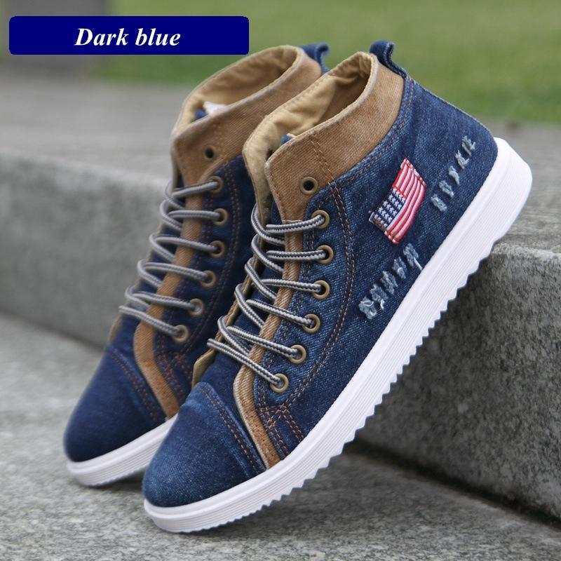 a23b225e1 Compre Estilo Británico De Los Hombres Zapatos Casuales De Mezclilla Zapatos  De Lona De Los Hombres Zapatillas De Deporte De Alta Superior Botines  Planas ...