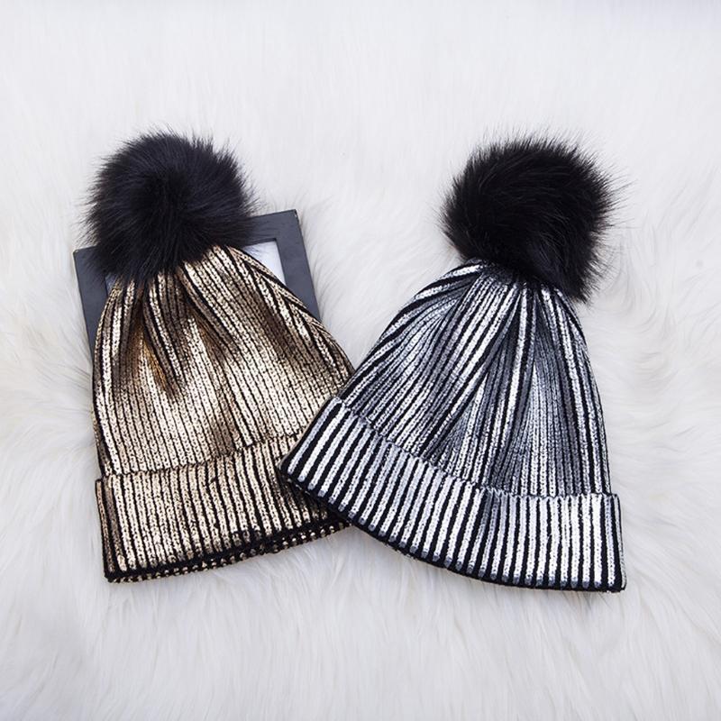 Compre Mulheres Meninas Inverno Quente Metálico Brilhante De Malha Crochet  Beanie Hat Com Pom Pom S18120302 De Datai 7ee939bd391