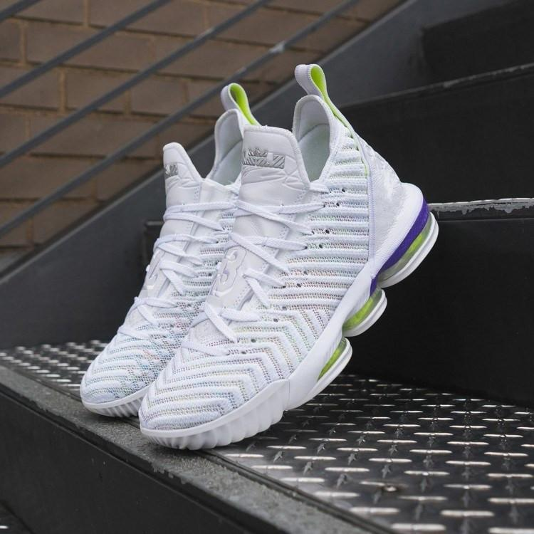 timeless design 2e7da 97300 new Lebrons 16 basketball shoes fresh bred king equalit oreo watch the buzz  throne lightyear Lebron Sneaker 16s colorful James US size7-12