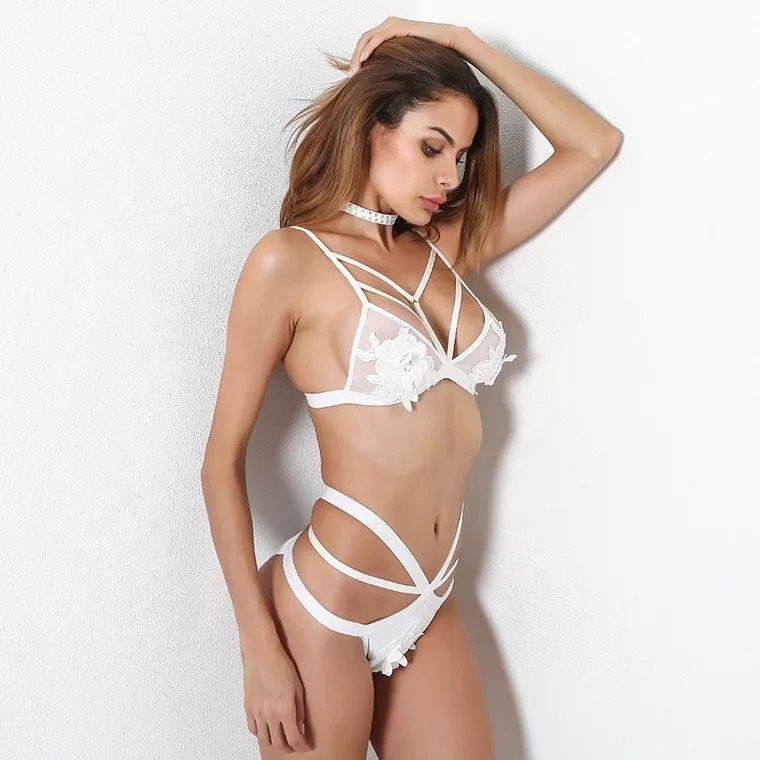 7f43325ebec9 Conjunto de lencería en blanco y negro para damas de encaje de poliéster  con sujetador sexy y panty para mujer