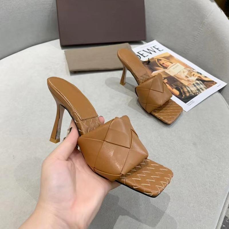 البغال جلدية مثير السيدات ليدو الصنادل المنسوجة مع الكعب تربيع وحيد النساء النعال شاطئ مثير الشرائح صندل اثنين حذاء مسطح لينة التغ EU42