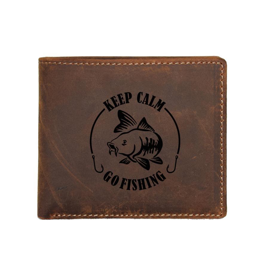 2c24f588aa3 Acheter Gardez Le Calme Aller Pêche Mode Homme Portefeuille En Cuir  Véritable Porte Cartes Coin Petit Sac À Main Personnalisé Nom Hommes  Portefeuilles ...