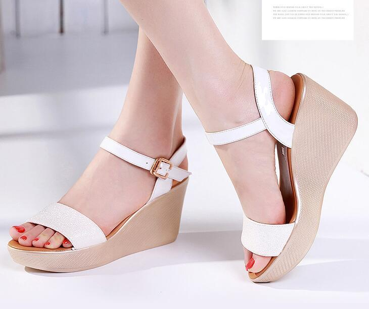 abc76e308ac Compre Zapatos De Verano Para Mujer Sandalias De Tacón De Tacón De Cuña Med Cuero  De Mujer Sandalias Antideslizantes Hebilla Correa A  39.2 Del ...