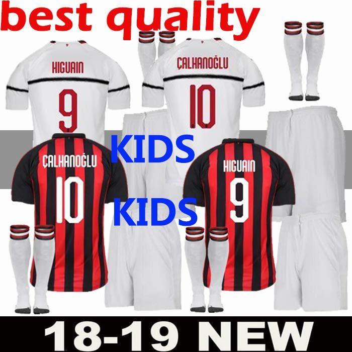 11405d9c5ef003 Acquista AC Milan Maglia Da Calcio Bambini Higuain Kit Bambini 18 19  Cutrone Suso Calhanoglu Uniforme Da Calcio Plus Calze Kit Completo Pigiama  Camicia ...