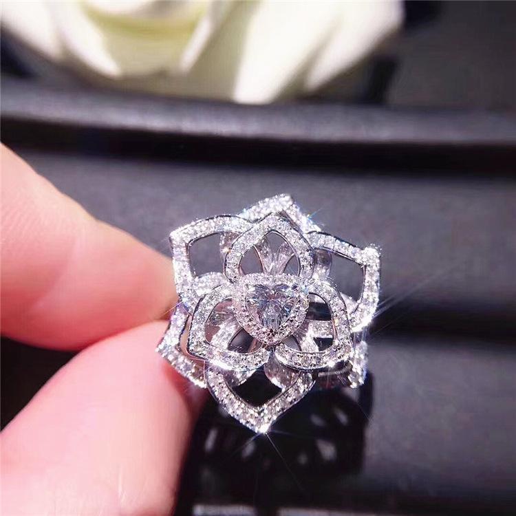 f094159a5cb2 Compre Anillo De Diamante De 18 Quilates De Oro Blanco Lleno De Flores  Anillos De Jewelry Bizuteria Para Mujeres Anillos De Compromiso Diamante  Piedras ...