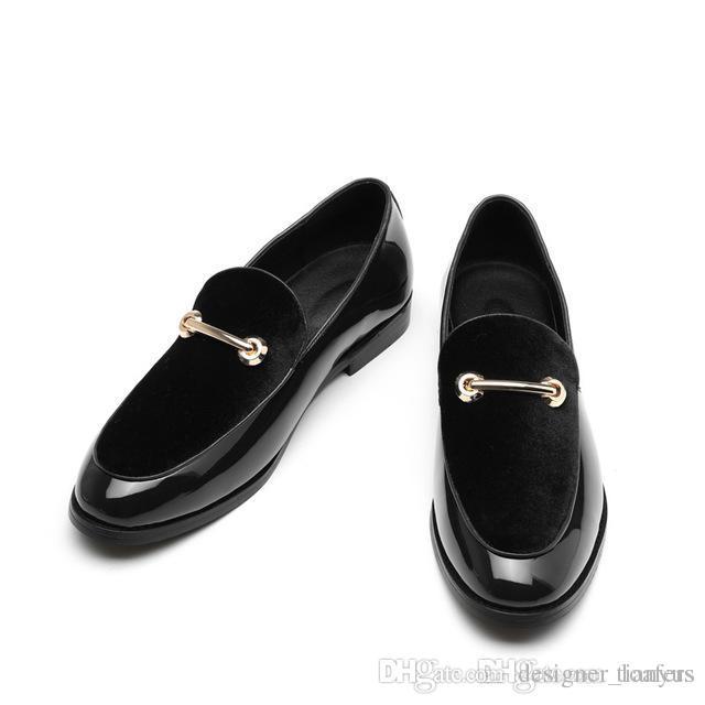 841c51f07 Compre Zapatos De Vestir De Negocios De Lujo Los Hombres Se Deslizan En  Mocasines De Terciopelo Diseñador Italiano Hebilla De Metal Pisos De Boda  Fumar ...