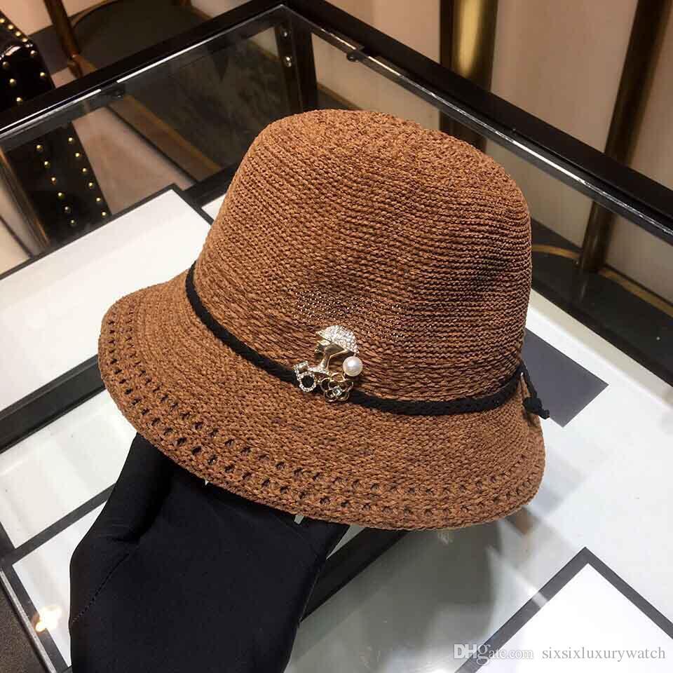 Compre Vogue De Lujo Sombrero De Las Mujeres De Señora Pleuche Trenzas Sombreros  Gorras De Lana Suave Cinturones Sombreros Al Aire Libre Tacaño Ala ... 178cf3f592c