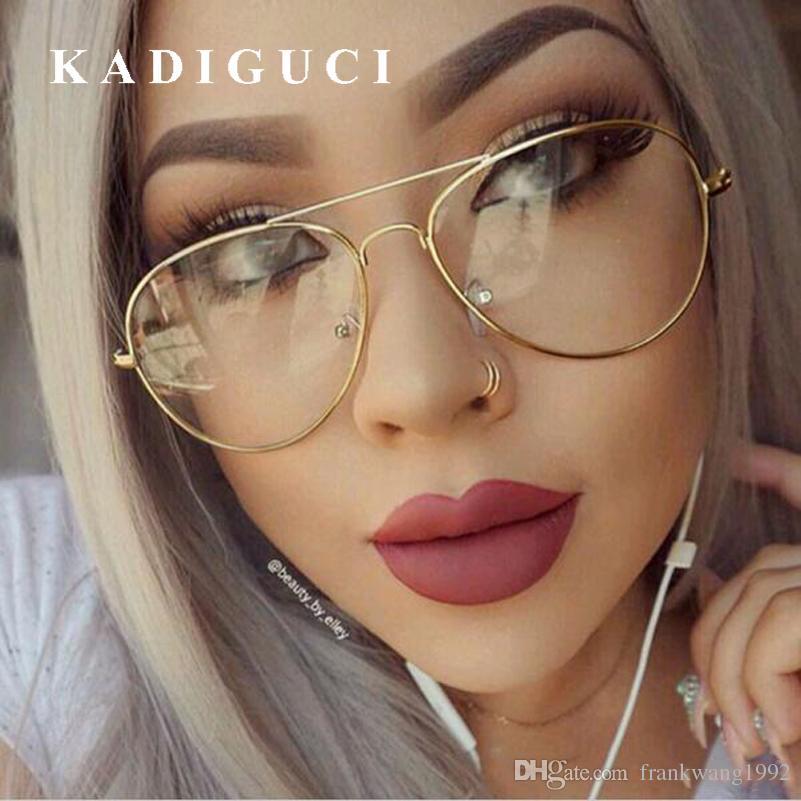 cca4497524 Compre KADIGUCI Clásico Lente Transparente Mujeres Hombres Espejo Gafas De  Sol Diseñador De La Marca Óptica Transparente Anteojos Gafas De Sol Vintage  ...