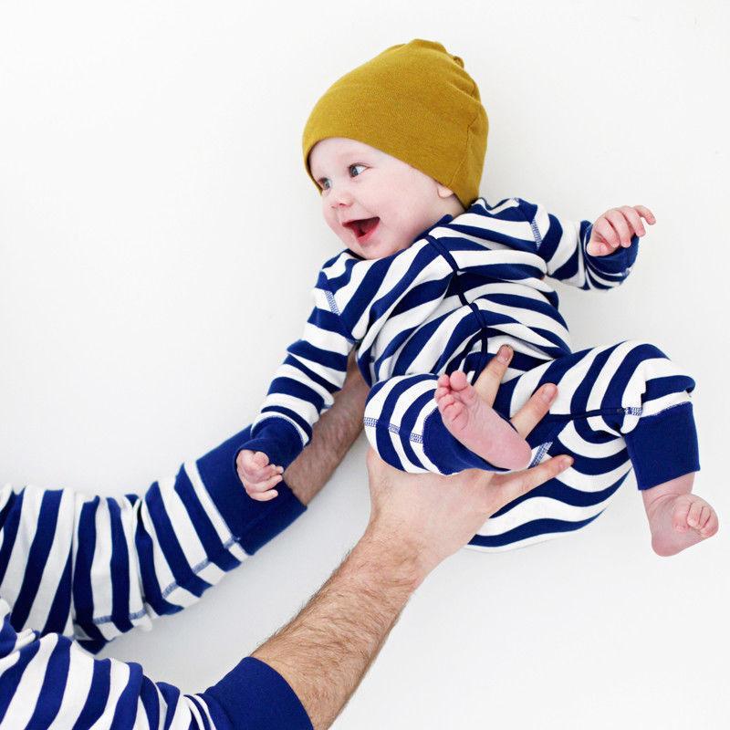 Coincidencia de Navidad Niños Adultos de la Familia pijamas Padre Conjunto de Navidad de la madre del niño de rayas camiseta de algodón pantalón del traje de la ropa de noche Marca