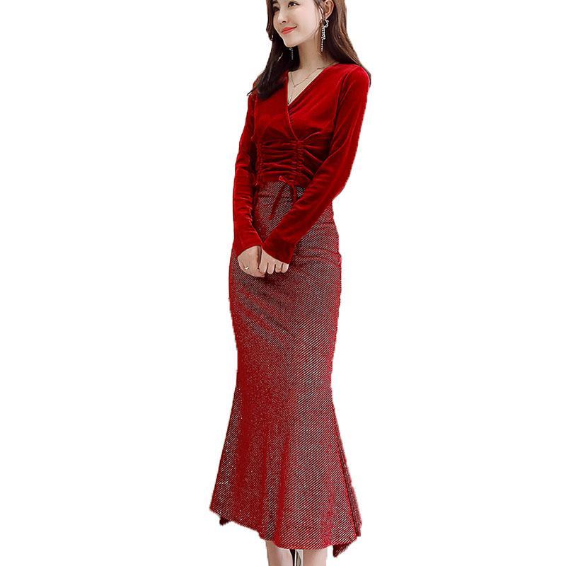 efb363b82 2019 Moda de primavera Con cuello en V Tops de terciopelo rojo Mujer 2  piezas Trajes conjunto Mujeres Dos ropas Mujer Bodycon Sexy sirena falda  QH095