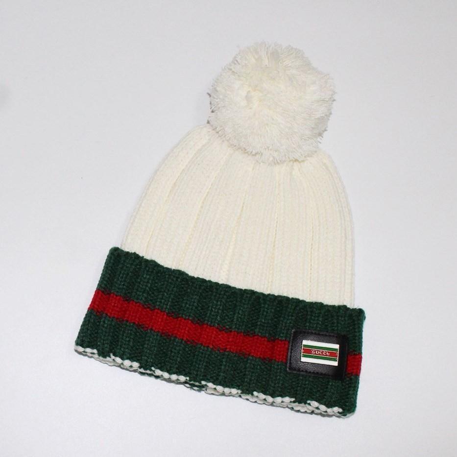Compre 2018 Sombreros De Punto Tendencia De Moda Telas Importadas Cómoda Y  Cálida Costura Multicolor Patrón Insignia Bola De Pelo A  20.71 Del Qin3301  ... c162cf473093